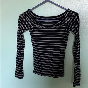 Off the shoulder long sleeve size striped